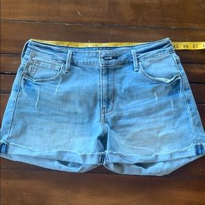 Levi's - high rise shorts